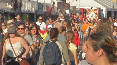 Hot weather not deterring fairgoers from attending the Big E this weekend.