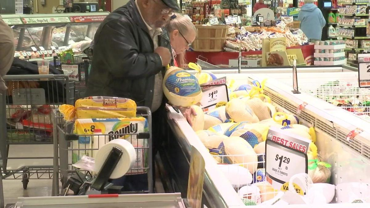 Surprise Squad helps shoppers with their Thanksgiving shopping list