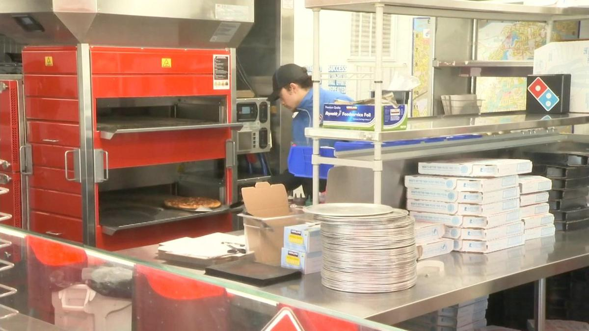 Springfield pizza shop helping feed furloughed federal workers