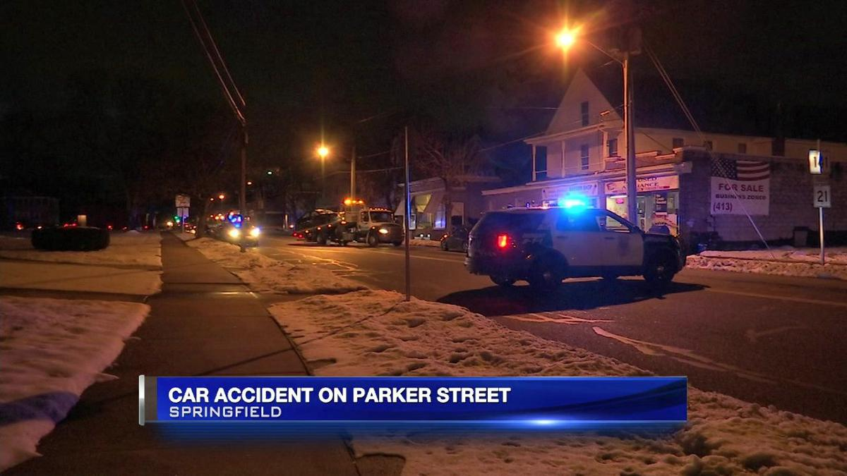 4-vehicle crash closes down section of Parker St. in Springfield