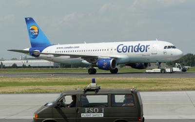 Airline apologizes to woman told to 'cover up' or leave plane