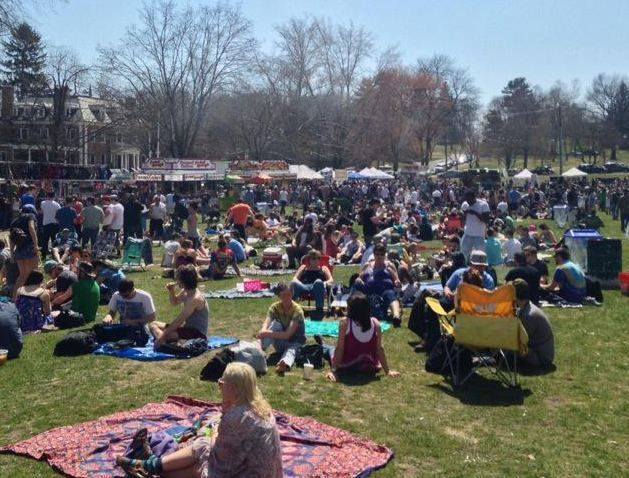 Extravaganja brings thousands to downtown Amherst; impacts local businesses