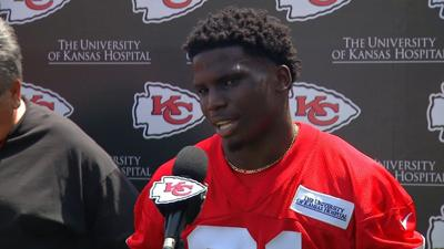 Judge dismisses, expunges Tyreek Hill's domestic assault, battery charges