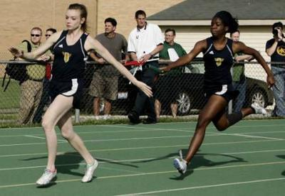 Flesher, girls 4×200 relay team advance