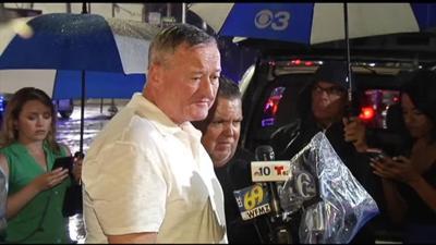 Philadelphia mayor calls for gun control after 6 officers shot