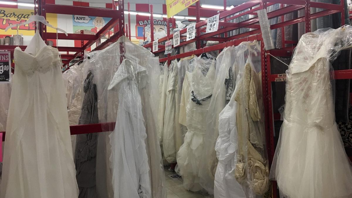 Groovy Future Brides Hunting For Wedding Dress Bargains At Ollies Dailytribune Chair Design For Home Dailytribuneorg