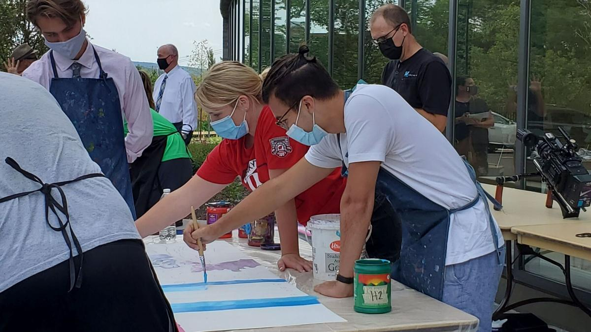 Drexel University College of Medicine at Tower Health students paint mural