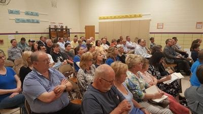 Rolling Hills Landfill expansion hearing draws crowd in Earl
