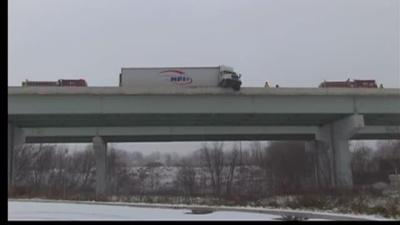 Tractor Trailer Crashes Cab Hangs Off I 78 Overpass Lehigh