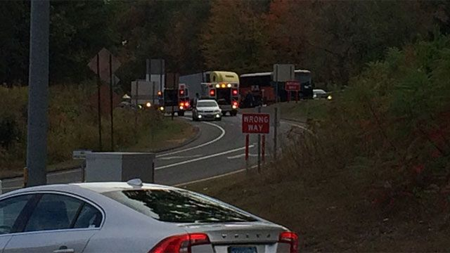 Tractor-Trailer crashes into tour bus on I-84 in Middlebury