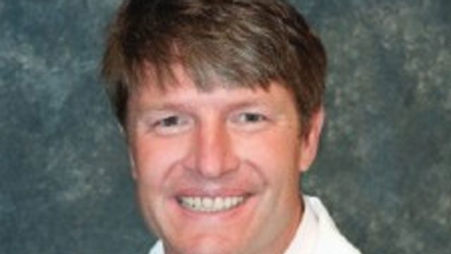 Dentist gets 6 years for illegal drug prescriptions