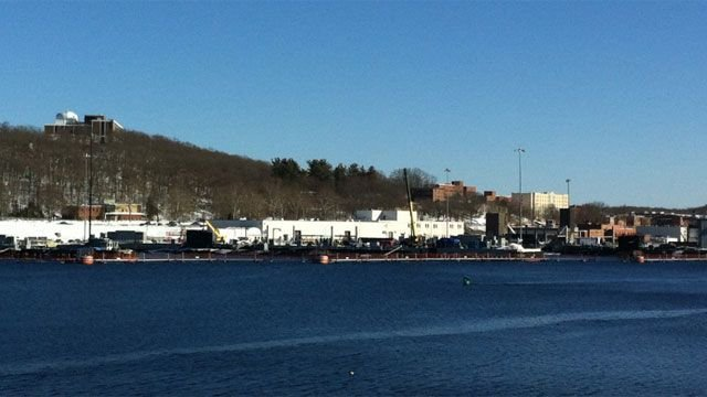 Sub base briefly locked down in Groton