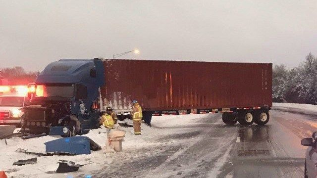 Tractor trailer crash, fuel spill reported on I-395 north