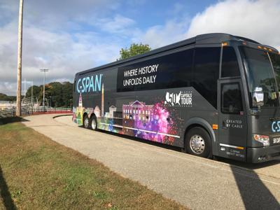 Students get first-hand look at C-SPAN bus | News | wfsb com