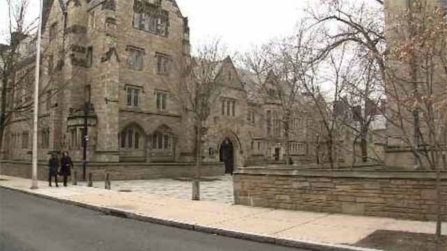 2 Yale students robbed inside a room