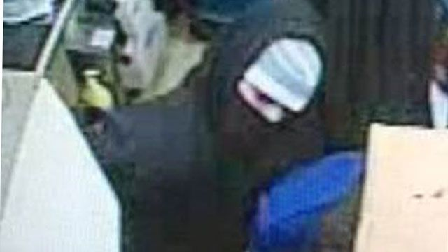 State police looking for Canterbury convenience store robbery suspect