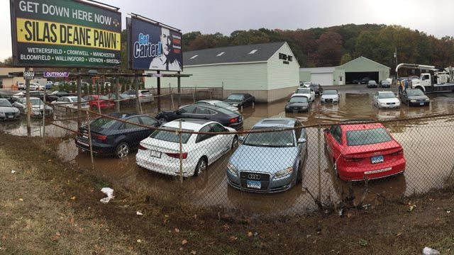 Homes Without Water Dozens Of Audis Waterlogged By Busted Hydrant - Audi wallingford