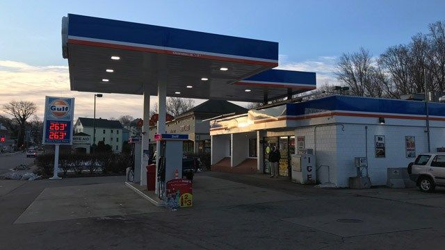 Convenience store customer shot in New London