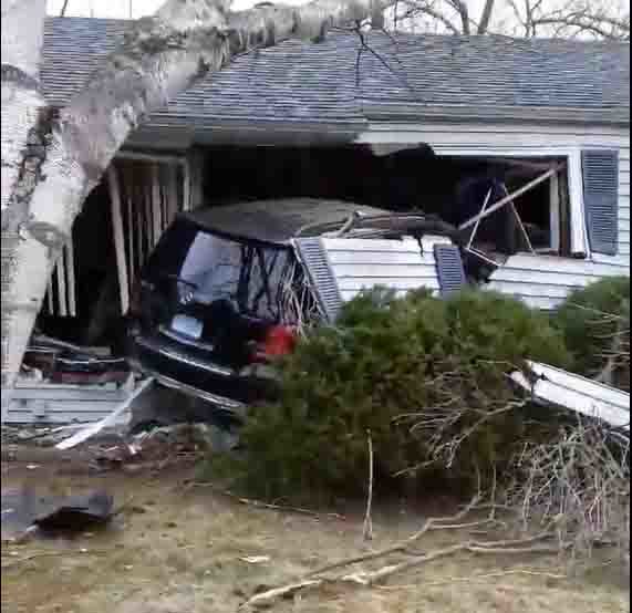 Middletown car into house.jpg