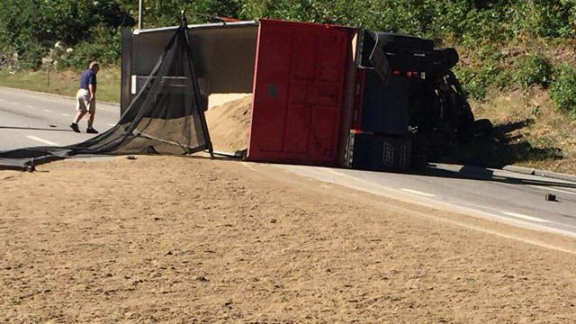 Dump truck rollover spills sand over I-395 south in Norwich