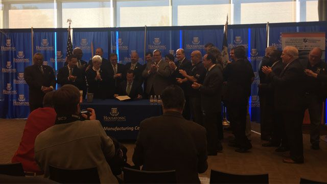 Gov. Malloy signs bill to keep Sikorsky in CT