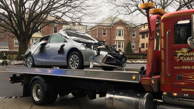 Crash involving Yale shuttle reported in New Haven