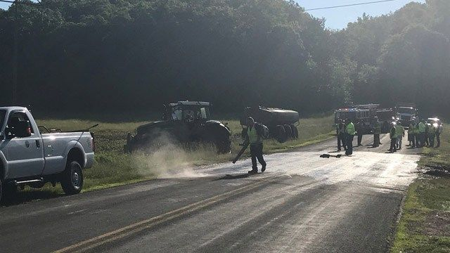 Thousands of gallons of manure spill when farm trailer tips over in Ellington