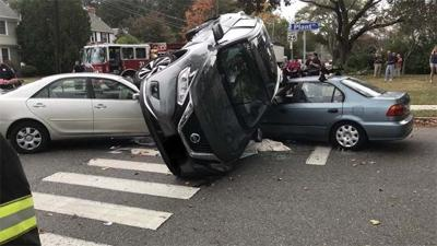 Minor injuries reported in 3-car crash in New London