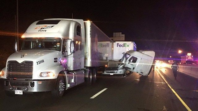 Tractor trailer crash snarls commute on I-95 in Milford