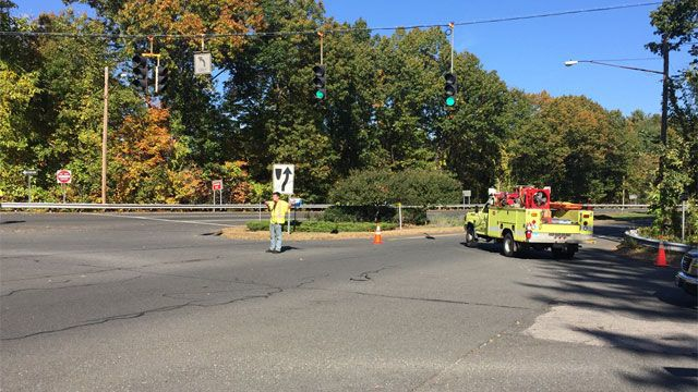 PD: Mass. woman dies after crash on Route 17 in Glastonbury