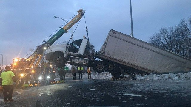 All lanes open on I-91 south in New Haven following tractor trailer crash