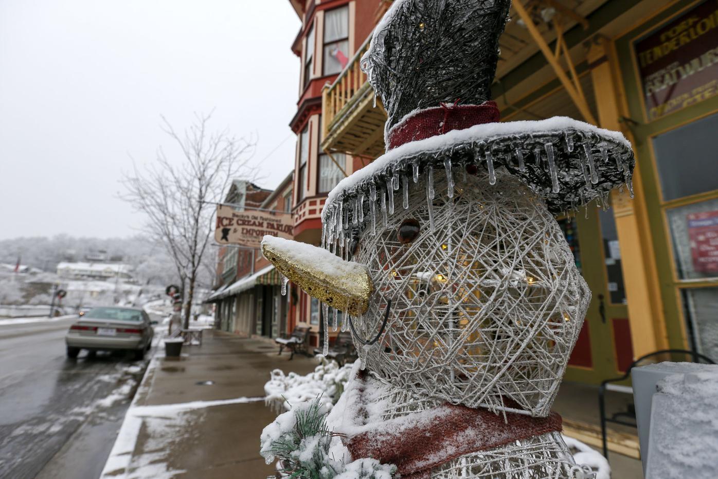 Frosty Snowman Web