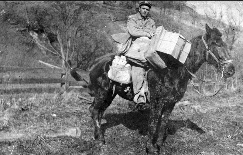 mail_carrier_horseback.jpg