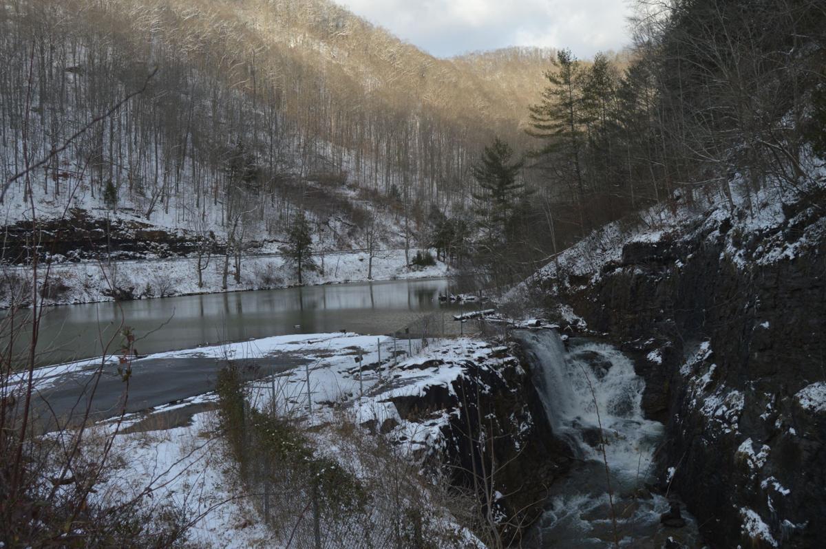 laurel lake snow 2.JPG