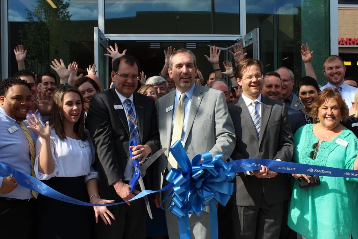 SunTrust Bank cuts the ribbon on newest location in