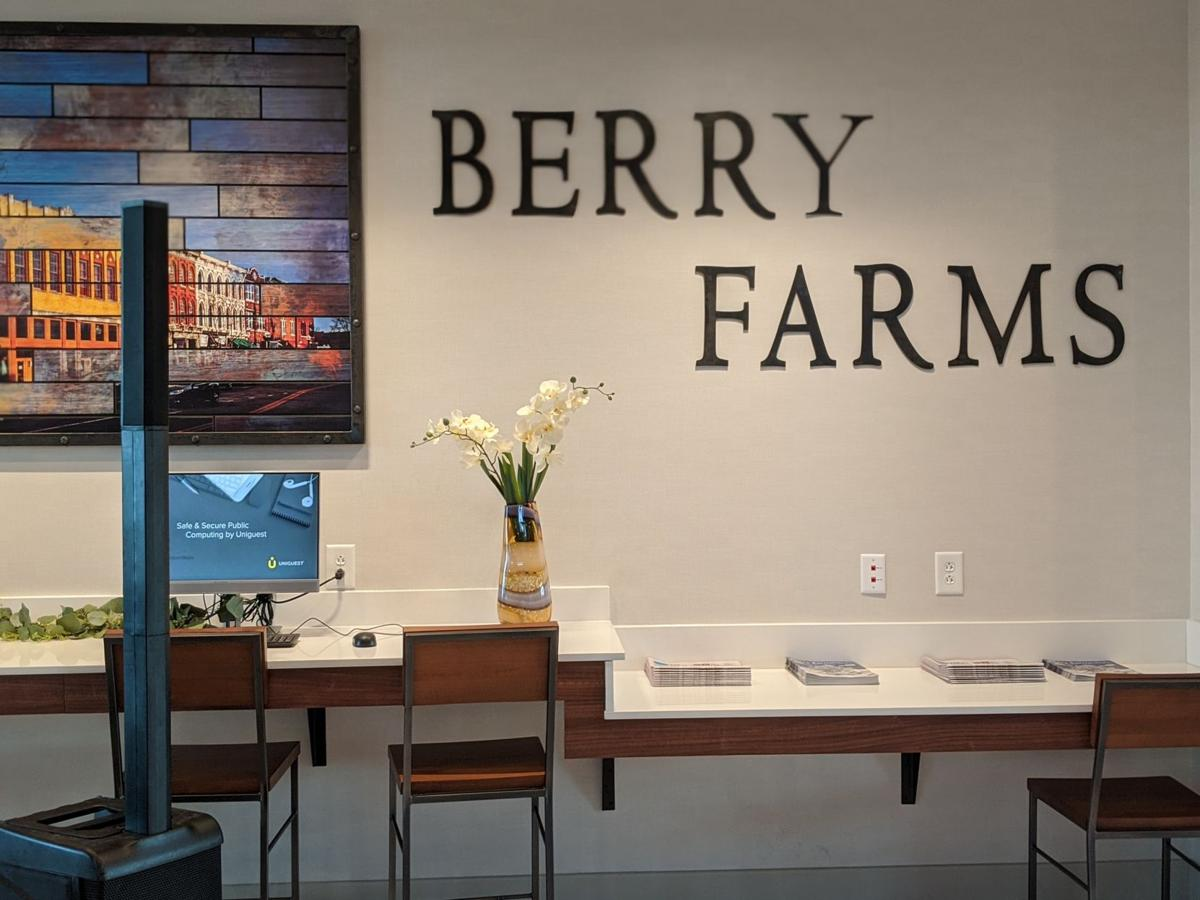 Holiday Inn Berry Farms Ribbon Cutting