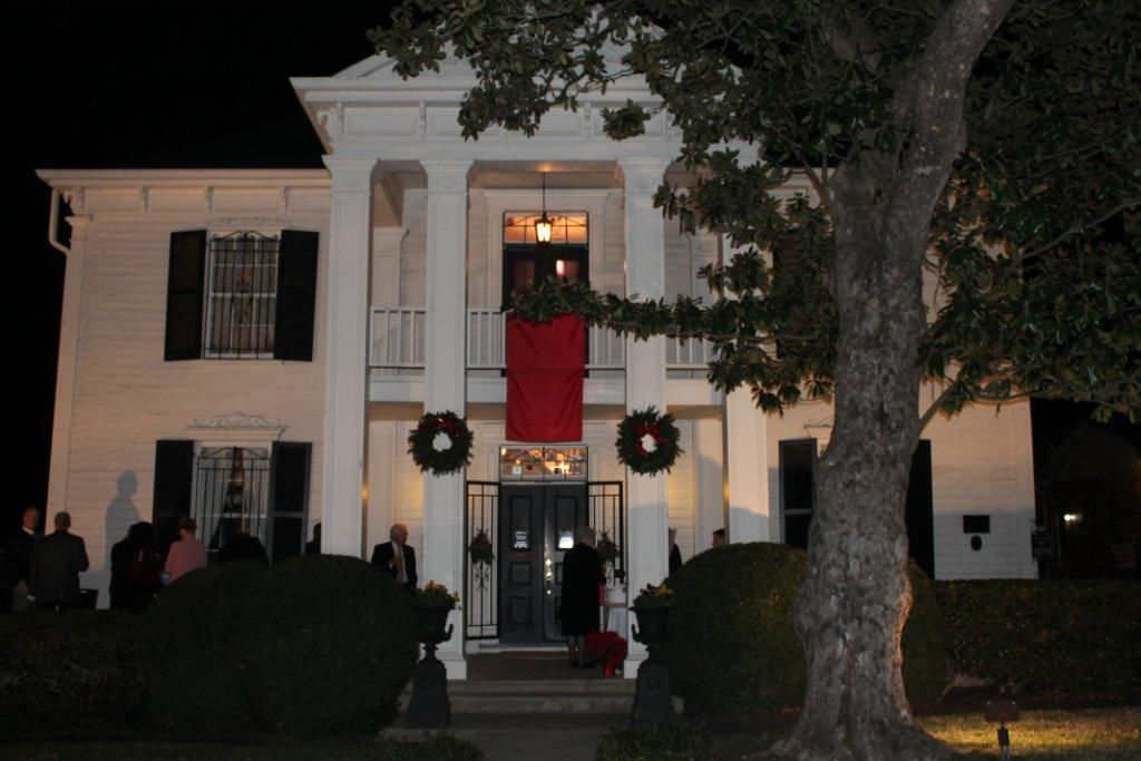 twinkling tennessee christmas dazzles guests with nashvilles best decorated homes - Tennessee Christmas