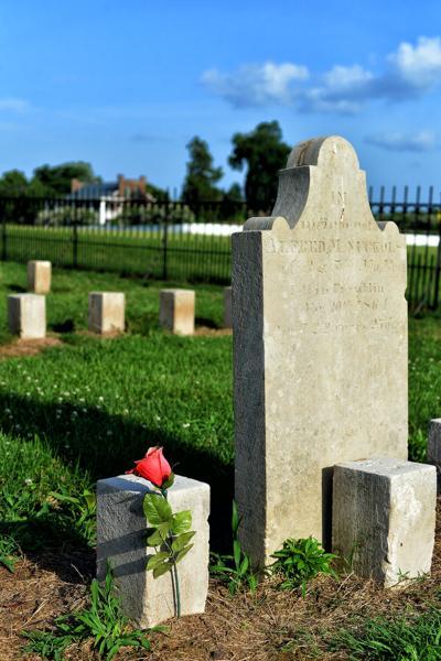 Carnton cemetery marker