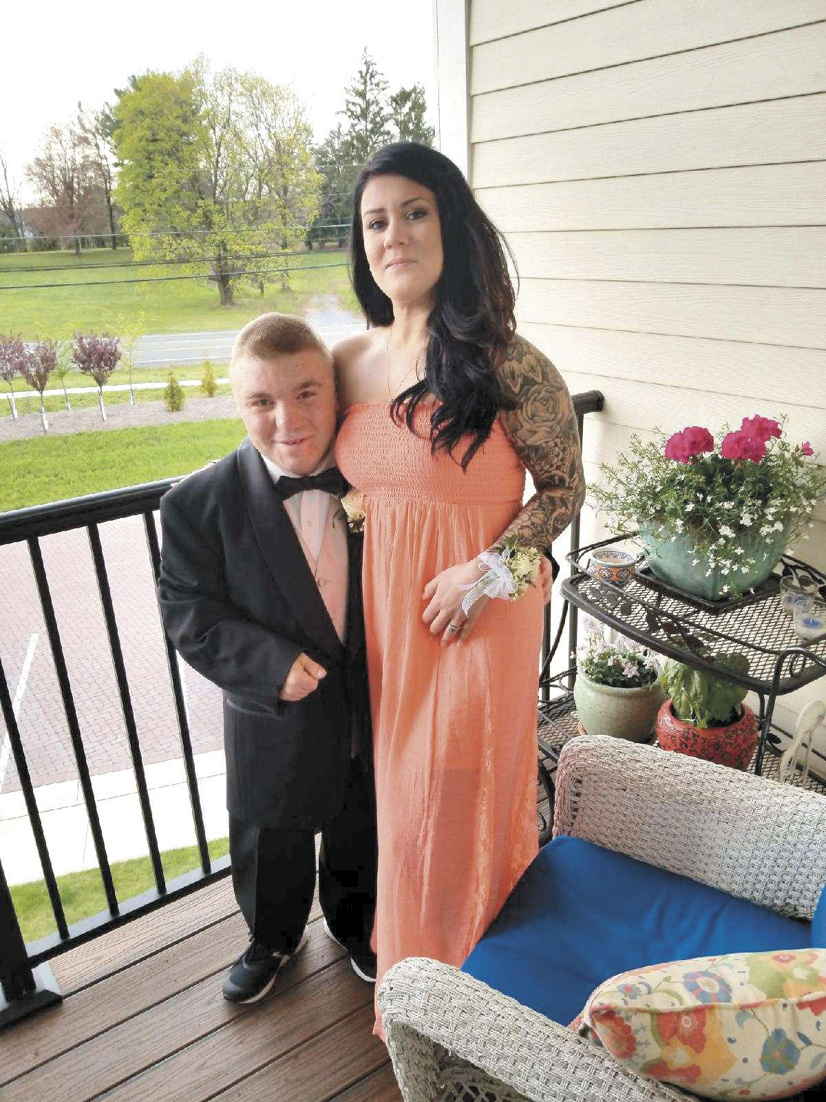 Limo service, waitress join together to help Handley student have his prom night