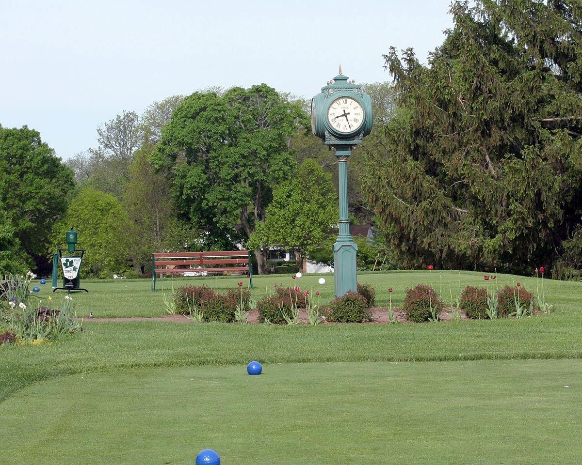 Maple Bluff clock