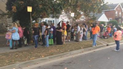 Jefferson St Paducah Ky Halloween 2020 Estimated thousands of trick or treaters haunted Jefferson Street