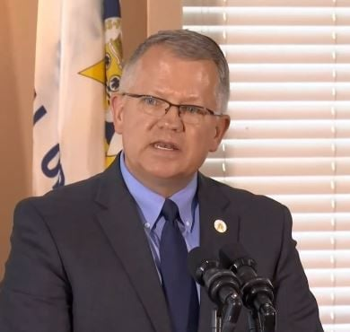 Danny-Carroll-at-Bevin-news-conference-sanctuary-cities