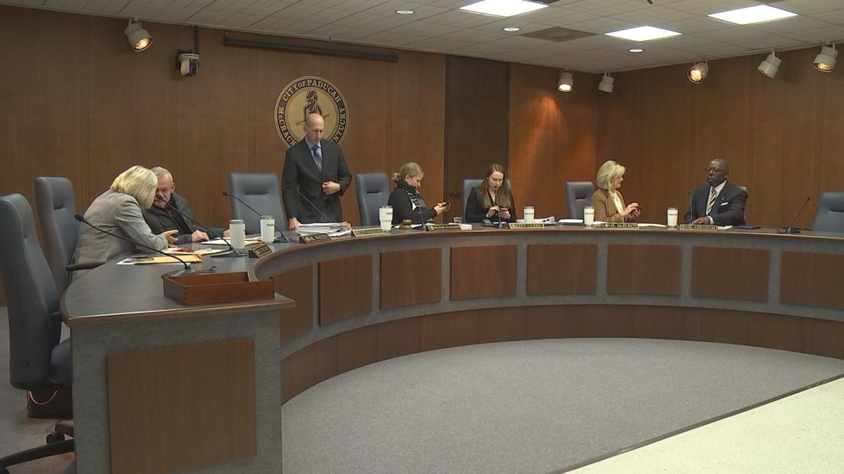 city commision meeting1.jpg