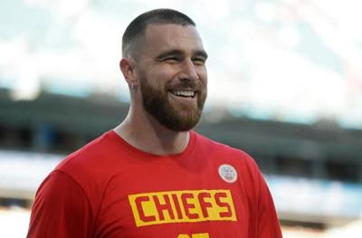 Chiefs TE Kelce returns to practice after back, hip soreness