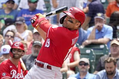 Votto homers in record 6th game in row as Reds beat Cubs 7-4