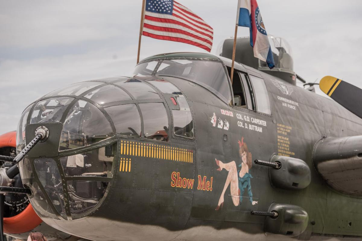 "B-25 bomber ""Show Me"""