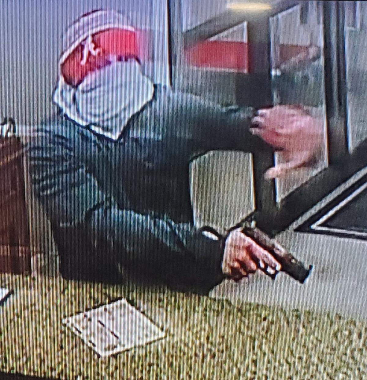 Country Inn and Suites robber2