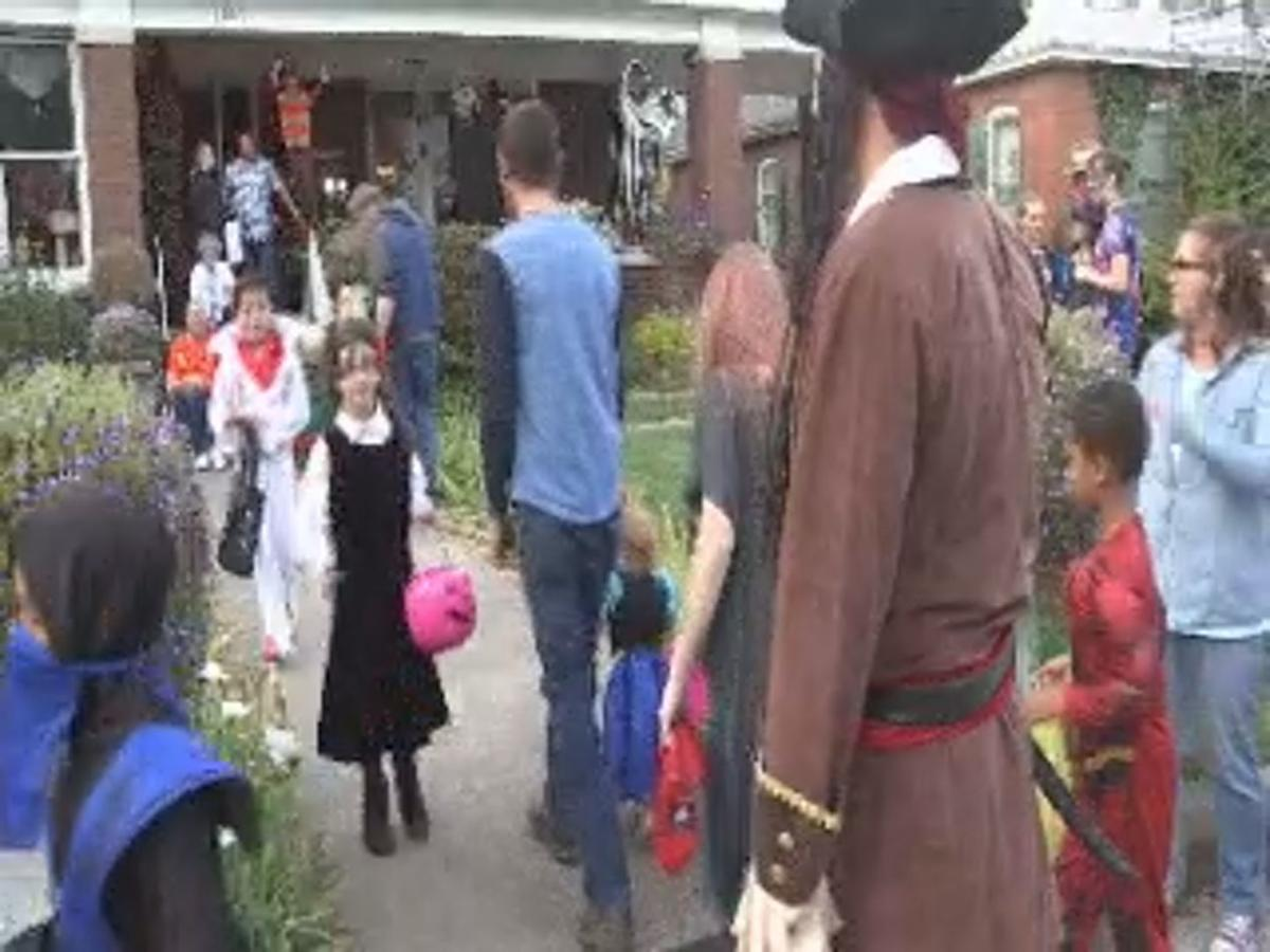 Jefferson St Paducah Ky Halloween 2020 Jefferson Street continues Halloween tradition — a day early