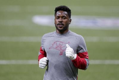 AP Source: WR Antonio Brown returning to Bucs on 1-year deal