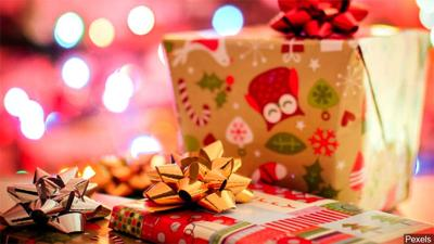 Christmas Presents For Women.Men And Women Differ On Who They Pick To Get The Most